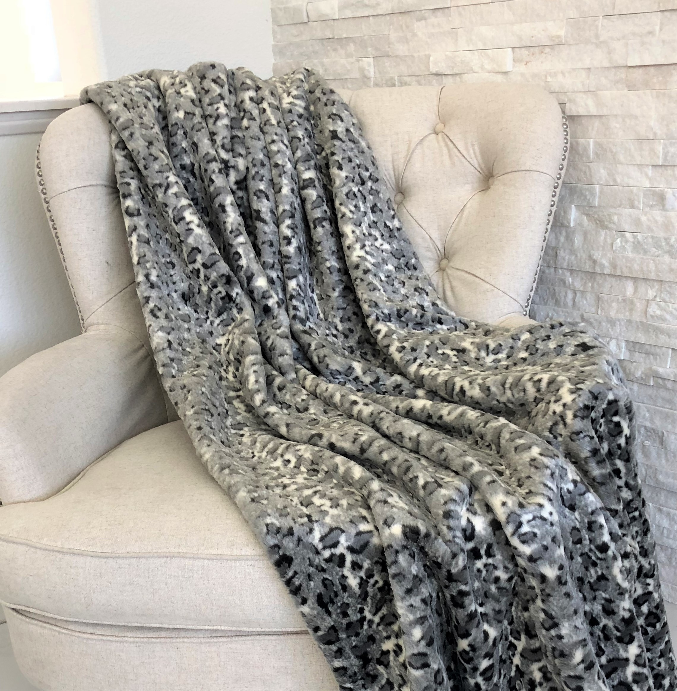 Plutus Snow Leopard Faux Fur Gray Luxury Throw 5b1077851591026d39293641