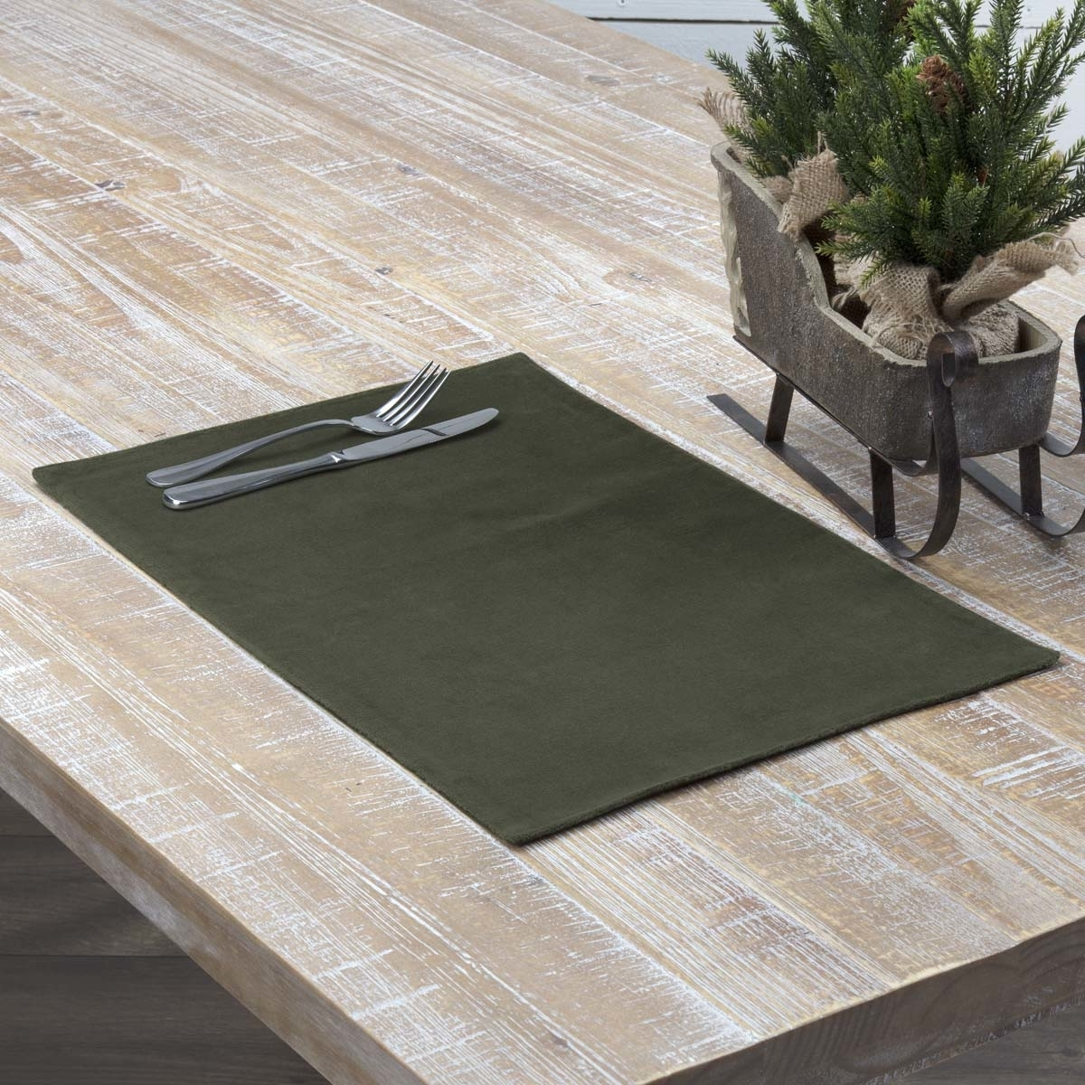 Seasonal Tabletop & Kitchen Velvet Holiday Placemat Set of 6 5b17f29ce2246114043ffe63