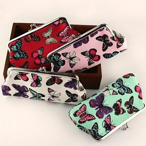 accessories/womens-accessories/womens-handbags-purses/womens-clutches photo