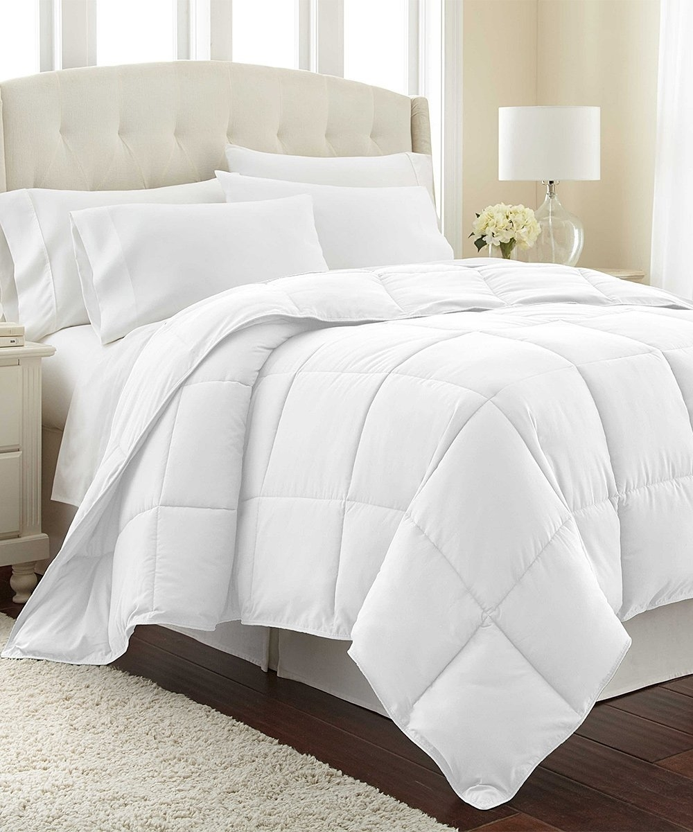 Down Alternative Hypoallergenic Microfiber Comforter Duvet Insert - Full/Queen 88-by-88 inch, White