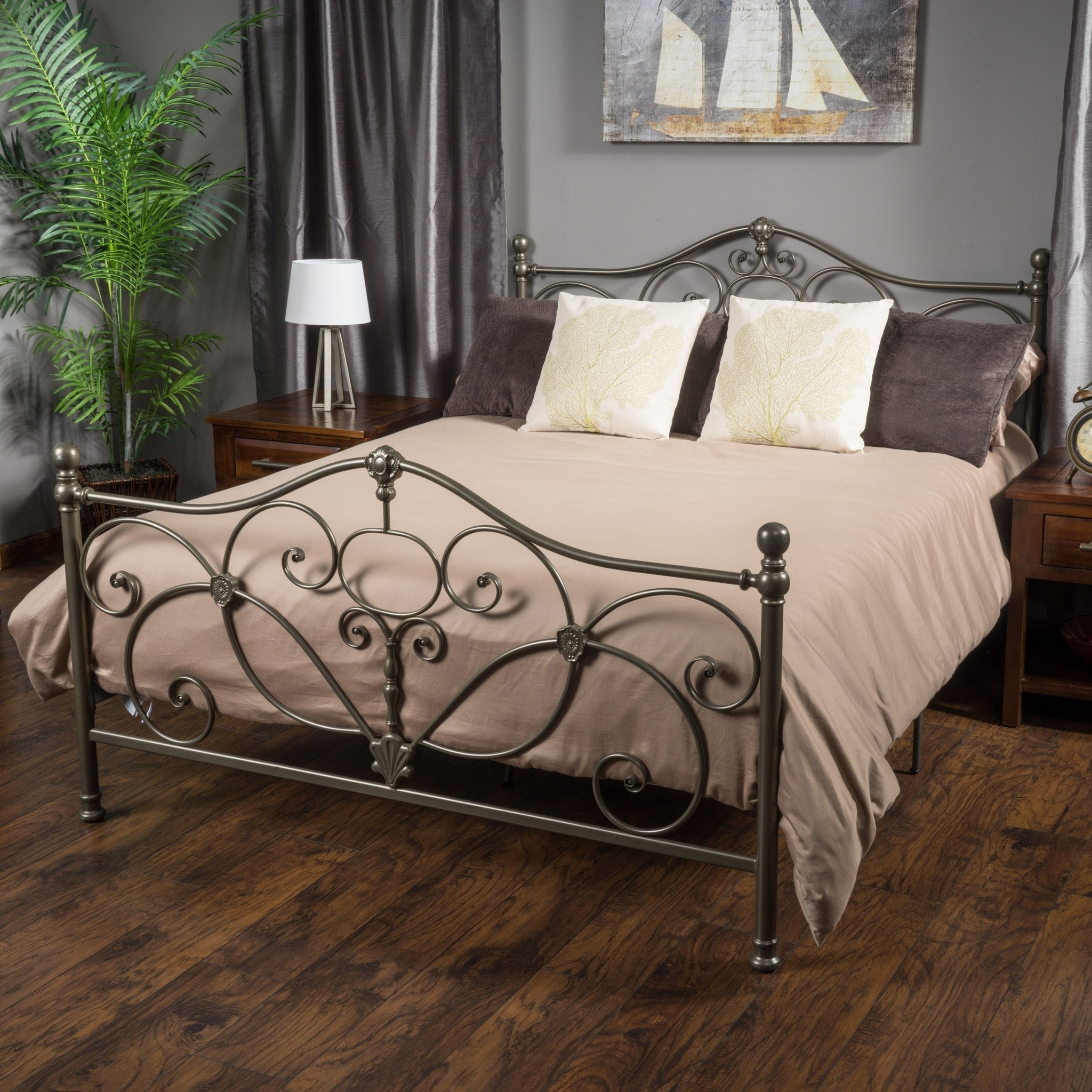 San Luis Queen Iron Bed