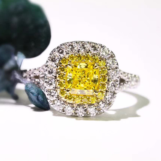 Deluxe_women's_micro-zircon_diamond_ring_Princess_and_girl's_square_yellow