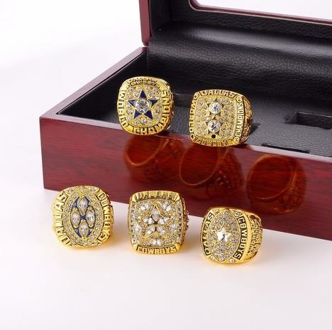 Super_Bowl_Rugby_Cowboys_Championship_Ring_-_gold,_8